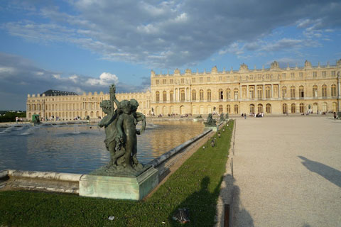 Statue et bassin