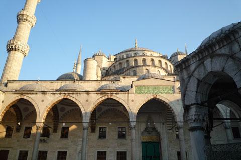 La mosquée bleue en contre-plongée