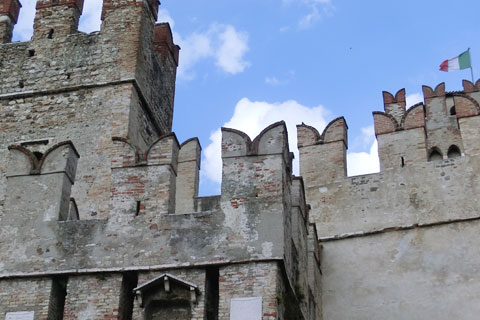Le château avec le drapeau
