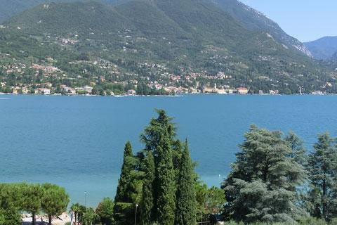 Le lac et ses habitations