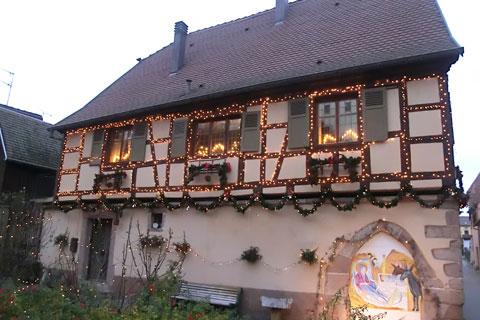 Maison illuminée à Riquewihr