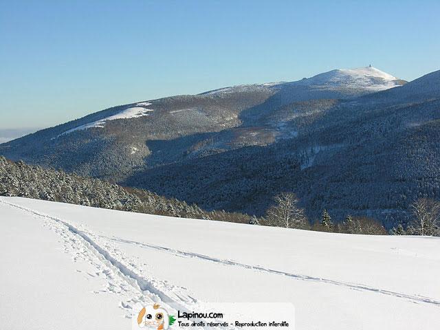 Piste de ski et vue sur les montagnes col d 39 oberlauchen for Piste de ski interieur