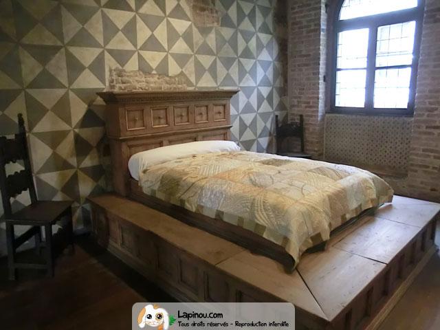 lit de rom o et juliette v rone. Black Bedroom Furniture Sets. Home Design Ideas